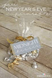 New Year S Eve Wedding Decoration Ideas by 15 Free New Years Eve Printables Midnight Kisses Kiss And Holidays