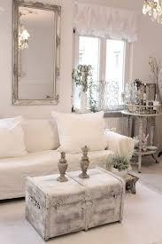 shabby chic wohnzimmer einfach mal eine truhe als couchtisch verwenden im wunderschönen