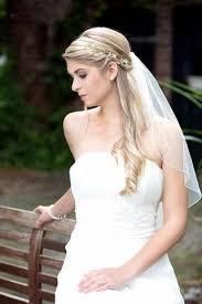 Hochsteckfrisurenen Hochzeit Schlicht by Die Besten 25 Brautfrisuren Mit Schleier Ideen Auf