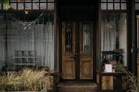 beth u0026 levi u0027s backyard elopement in new york greenpoint