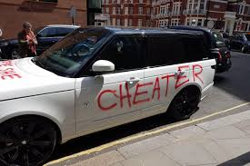 luxury land rover spurned lover daubs cheater u0027 on luxury range rover outside harrods