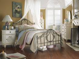 bedroom shabby sheek bedroom design with white canopy curtain and
