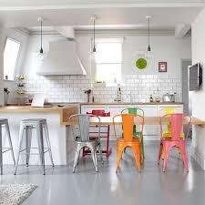 cuisine coloré deco cuisine mettre de la couleur dans sa cuisine chaises en