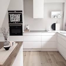 weiße küche wandfarbe ein sanftes braun beige als wandfarbe lässt die weiße küche