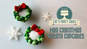 christmas wreath cupcakes fondant christmas wreath cake decorating