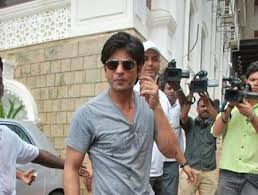 Shahrukh Khan House Picture Of Shahrukh Khan In The Compound Of His House Mannat