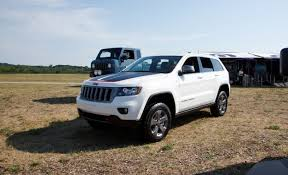 jeep grand cherokee trailhawk off road jeep introduces off road friendlier grand cherokee trailhawk for