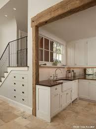 cuisine sous escalier tiroir sous escalier with montagne cuisine décoration de la