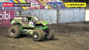grave digger 30th anniversary monster truck monster jam 2011 grave digger show 1 youtube
