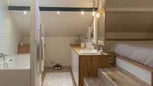 chambre avec salle de bain combles aménagés une chambre avec salle de bains côté maison