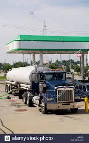kenworth usa kenworth truck supplying a gas station on frederick avenue st