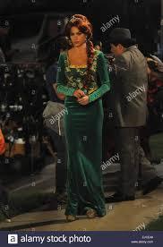 modern family halloween sofia vergara wears a princess fiona from shrek costume on the set
