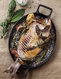 comment cuisiner une daurade daurade grillée thym et laurier pour 2 personnes recettes à table