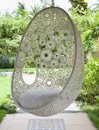 siege boule suspendu 35 fauteuils suspendus en rotin gardens salons and patios