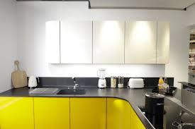 cuisine moderne jaune étourdissant cuisine moderne jaune et modele cuisine provencale