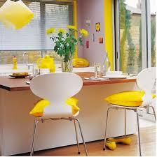 cuisine parme cuisine parme avec touches de jaune