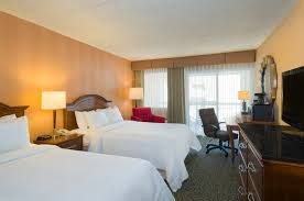 hotel rooms and suites in state college pa