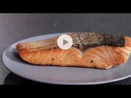 comment cuisiner un pavé de saumon comment griller un pavé de saumon pour lui donner une