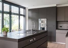 moderne k che moderne küchen mit kochinsel grau psugmi