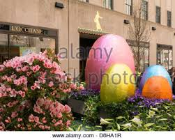 Easter Garden Decorations by Easter Holiday Decorations Giant Easter Egg Display Rockefeller