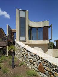 strangely shaped beach house on a narrow lot contemporary style