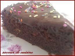 glacer cuisine gâteaux chocolat avec glaçage saveurs de cuisine