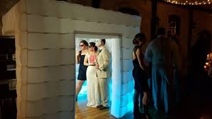 Inflatable Photo Booth Say Cheese Make A Statement With These Fun Wedding Photo Booths