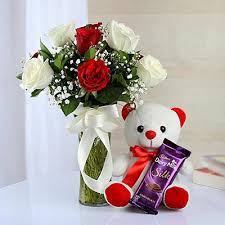 Vase With Roses 10 Mixed Roses In Vase With Teddy U0026 1 Dairy Milk Silk Aapkijugaad