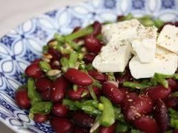 cuisiner haricots rouges salade de haricots rouges pois gourmands et feta recette ptitchef