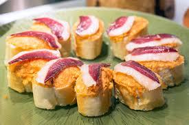 cuisine basque tapas espagnols de plan rapproché de jambon de serrano cuisine