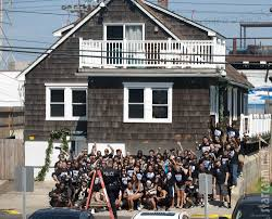 photos the jersey shore cast moves out of the seaside heights