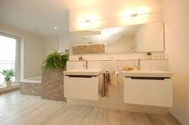 badgestaltung fliesen holzoptik haus renovierung mit modernem innenarchitektur tolles ideen