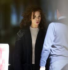 kate beckinsale dressed down and with frizzy hair while filming