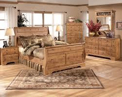 Cottage Pine Furniture by Bittersweet Cottage Pine Grain Wood 5pc Bedroom Set Wking Sleigh