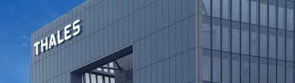 siege social thales enseigne lumineuse de façade du nouveau siège de thales actif signal