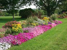 imagenes de jardines pequeños con flores arte y jardinería arriates ornamentales en el jardín