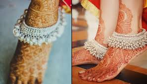 10 appealing and trendy anklet designs for all brides to be