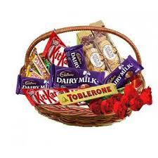 chocolate basket send chocolate basket with roses online by giftjaipur in rajasthan
