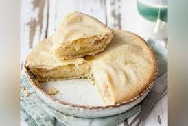 recettes de julie andrieu cuisine tarte normande aux pommes et aux amandes la recette de julie andrieu
