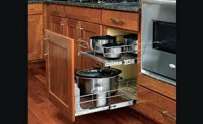 rangement dans la cuisine accessoire de rangement cuisine panier coulissant en fil