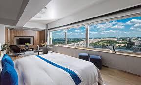 h el avec dans la chambre un hôtel d une seule chambre mais avec vue panoramique sur prague