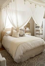chambre lit baldaquin un lit baldaquin pour une chambre d co esprit cabane lit baldaquin