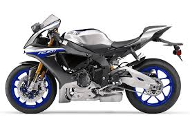 2017 yamaha yzf r1m review