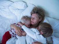 How To Get In Bed With Your Mom When Should Children Sleep In Their Own Beds Huffpost