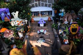 Garden Halloween Decorations South Philly U0027s Outlandish Halloween Decorations Are Back
