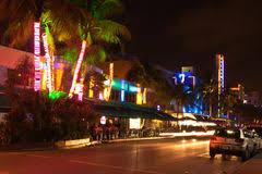 imagenes miami de noche conduzca la escena en las luces de la noche miami beach la florida
