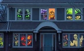 window decorations ideas to spook up your neighbors
