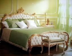 antik schlafzimmer antik bett gold weißer stoff gesteppt