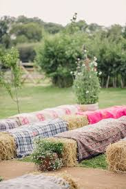 20 Ingenious Tips For Throwing An Outdoor Wedding by Best 25 Outdoor Wedding Seating Ideas On Pinterest Hay Bale