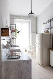 cuisine minimaliste cuisine minimaliste design une planche de noyer pour le